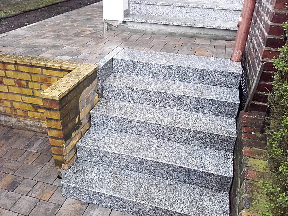 Treppe aus Granitstufen